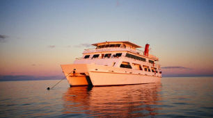 Great Barrier Reef Sunset liveaboard Scuba Diving Accommodation
